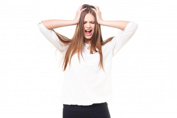 ひどい頭皮の乾燥は抜け毛が増える!ハゲ予防方法は地肌の炎症を防ぐ
