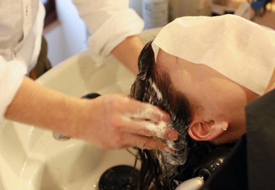 アデランス育毛体験!抜け毛薄毛を改善する頭皮ケアの秘密